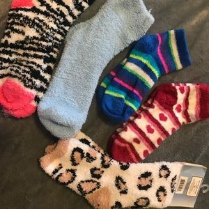 Accessories - SOLD 🚫🚫🚫 Assorted Fuzzy Socks!